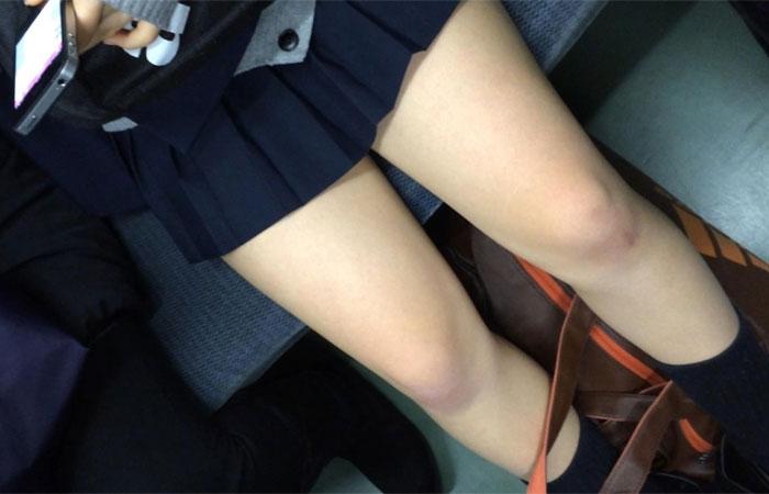 JKのスカートが短すぎてなんかもう露出狂レベルな件wwwww