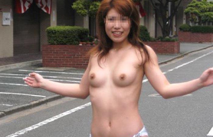 【ヌードビーチ画像】日本人がはっちゃけてビーチでポロリどころか丸出しのようですwww