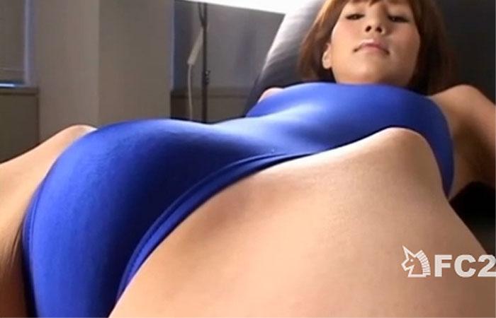 【股間フェチ動画】モリマン美女にスク水&体操服を着せて色んな角度から盛り上がり具合を接写琢磨www