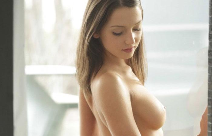【海外ヌード画像】スレンダーでパイパンなロシア娘が美しすぎて嫁にしたい件www 表紙