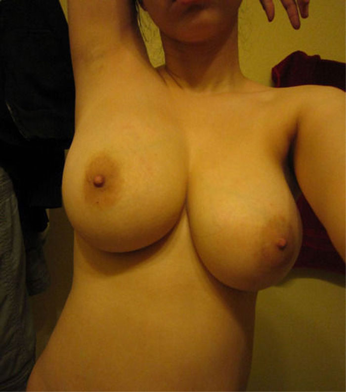 【おっぱい】デッカイ乳ぶら下げた女のエロ画像