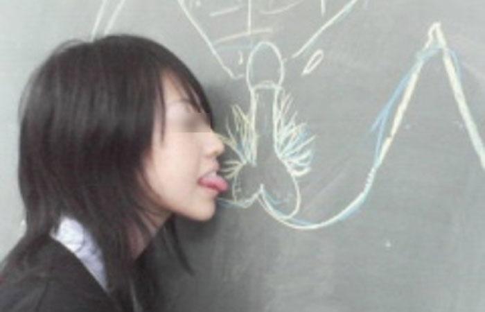 【エロ画像】女子校生って学校内でも糞エロぃんやなwww