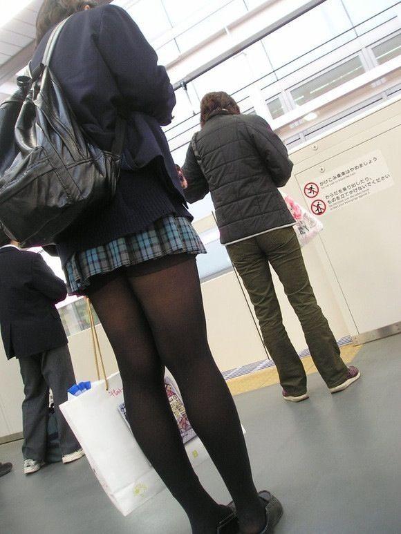 【エロ画像】プリーツスカートとかいうスカートがごっつエロぃw 02
