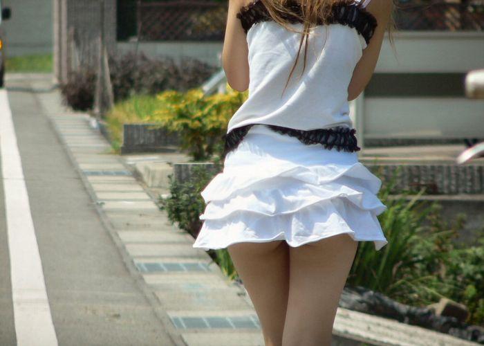 【着衣 ミニスカ エロ画像】冬にミニスカートを穿いた女子を応援しよう!男より頑張ってる!