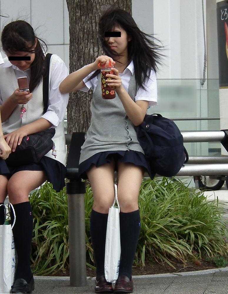 スカートの短いJKが無自覚でサービスしてくれてる画像(・∀・)ニヤニヤ