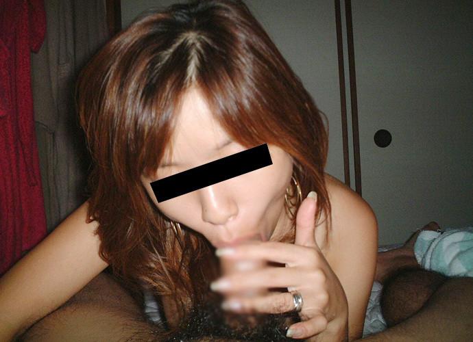 素人娘の吸い付くようなフェラがエロくて思わずヌける画像