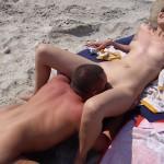 【海外エロ画像】やっぱり居ましたwヌーディストビーチで青姦する外人バカップルwww