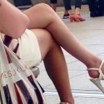 【街撮り美脚エロ画像】顔を見るまでもなく発情余裕でした♪美しい女脚を街角チェックwww
