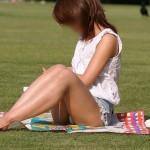 【パンチラエロ画像】お願いしなくても勝手に座ってパンツ晒しちゃう見せたがりな淑女たちwww