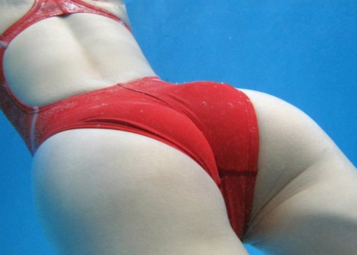 (ミズ着えろ写真)浮力で見事な上げ尻っぷり☆水中の女体がたまらなくエロに見える写真wwwwww