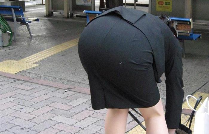 (社内レディーえろ写真)尻肉具合バッチリ☆社内レディーの下半身はタイトを履きこなしてこそ物凄い品wwwwww