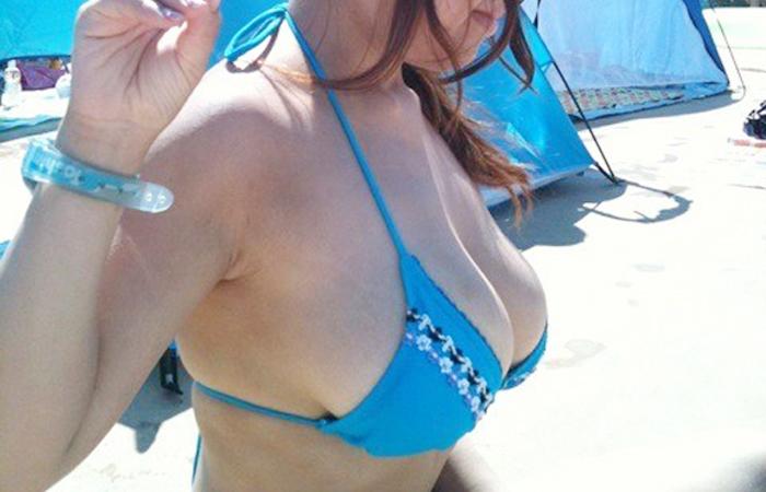 【水着エロ画像】SNSで拾ったリア充達のたわわなビキニ巨乳にアレがはち切れ寸前www