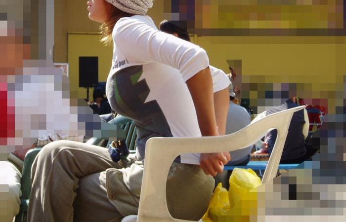 (街撮り美巨乳写真)すれ違い様に横向いたらおおっ☆声出そうになる着衣美巨乳を観察wwwwww