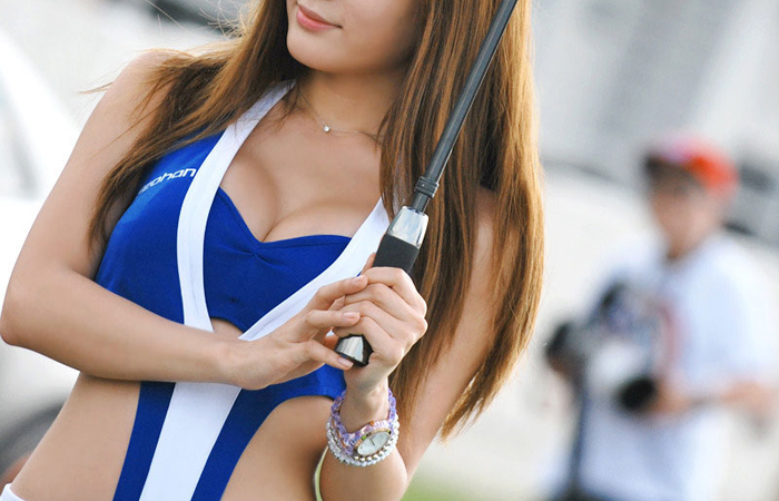 (RQえろ写真)カラダ的に恵まれ過ぎな今時のRQ☆美巨乳のせいでレースが頭に…wwwwww