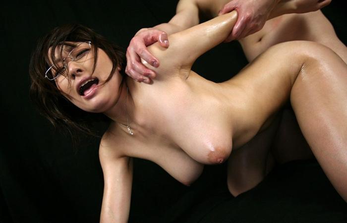 (SEXえろ写真)背中と尻だけじゃ飽きるから…別角度からアヘ顔と乳を捉えたBACK性交渉wwwwww