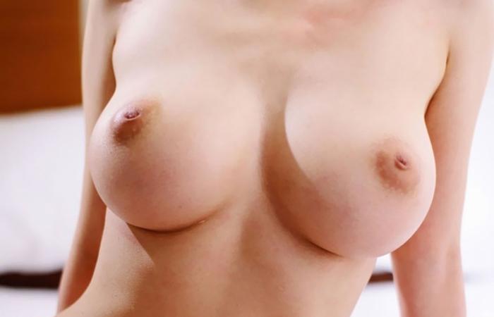 【乳首エロ画像】抉り出せば何とか…勃つところが想像つかない陥没っぷりの乳首www