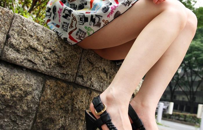 (美足えろ写真)踏まれてみたい?高いヒールがよく似合う美足モデルを追跡☆