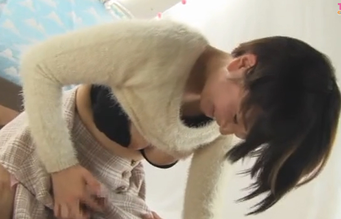 (三次えろムービー)素股でイイからお願い☆有望な腰使い披露するシロウト女子大学生たちwwwwww