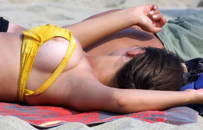 (ミズ着えろ写真)今年も豪快なのを期待wwビーチ名物ビキニからのポ少女wwwwww