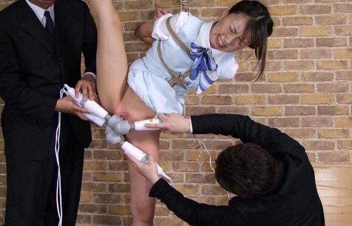 (SMえろ写真)キチク行為だからイイ☆身動きできない縛り小娘を玩具で追い込むwwwwww