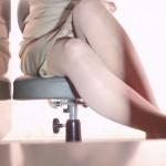 【パンチラエロ画像】机の下に天国が!?仕事中のスカート内部をこっそり激写www