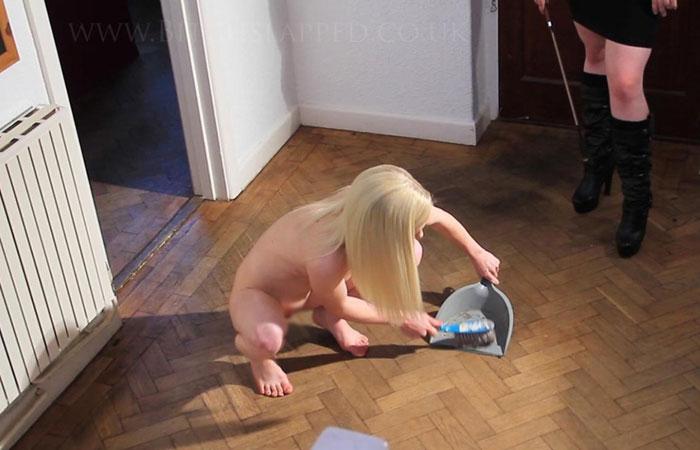 (海外えろ写真)家事しながらいつでもヤれる状態wwお家では裸族の外人さんwwwwww