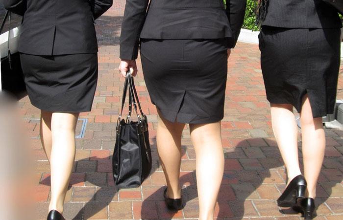 (リクスーえろ写真)初々しいタイトがそそる就活女子のむっちり下半身wwwwww