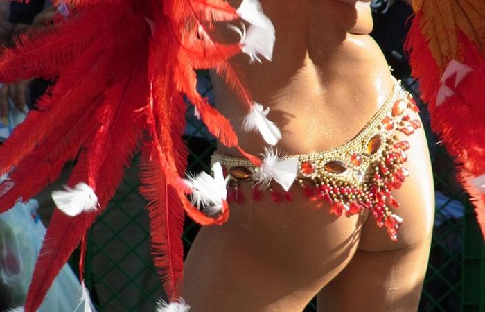 (サンバえろ写真)国内でも半裸にTBACKで踊る情熱的カーニバルモデルwwwwww