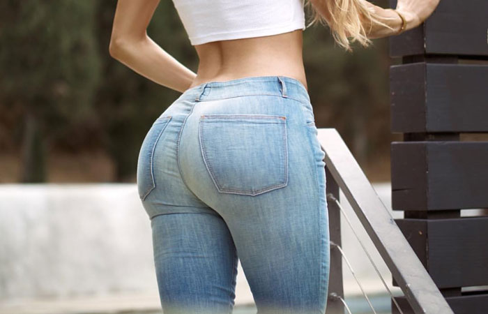 (着尻えろ写真)履いているからイイ形wwジーンズを無理矢理に履いた女尻wwwwww