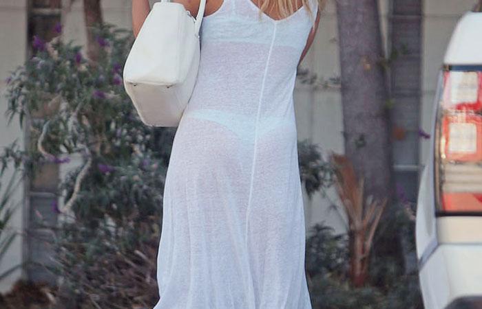 (下着透けえろ写真)覗くまでもなくネタバレ公開状態な透けパンツ淑女wwwwww