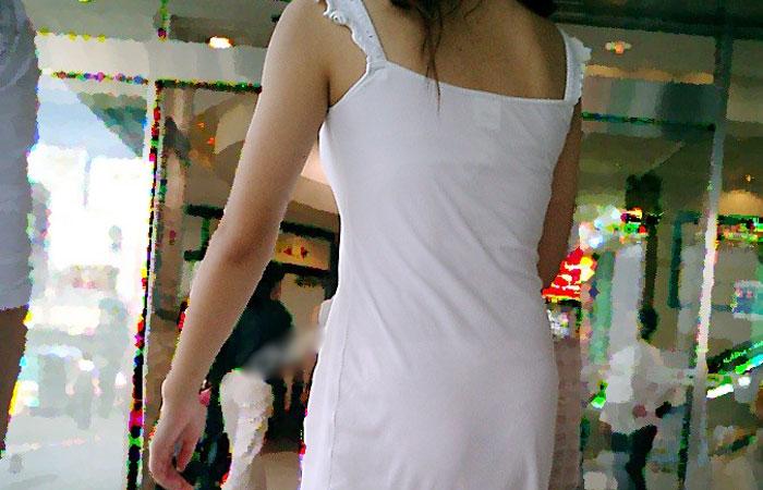 (街撮りえろ写真)1枚脱がせば下着だけなんて…考えたら凄い服なワンピースwwwwww
