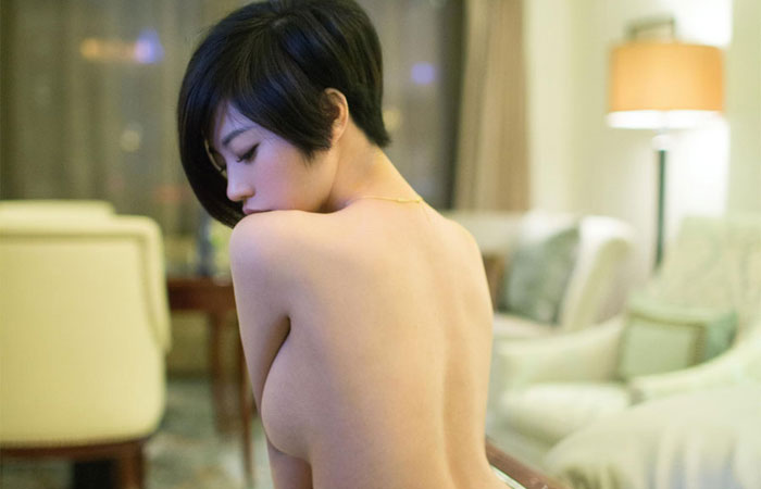 【短髪エロ画像】既に裸故にボーイッシュには全然見えないショートヘア女子www