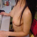 【家庭内エロ画像】裸族で干物でネット中毒wダメな女の見本がこちらwww