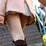 【美脚エロ画像】チラ見え期待…ダメなら太ももがあるミニスカ美脚お姉さんwww