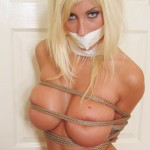 【SMエロ画像】隠せてはいるけど…裸よりもキツそうな縄ブラおっぱいwww