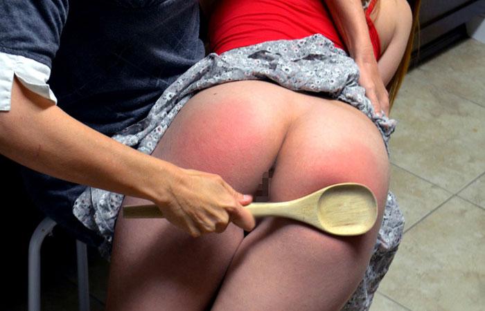 (指導えろ写真)冷やす準備を…真っ赤に腫れた被スパンキング美尻wwwwww