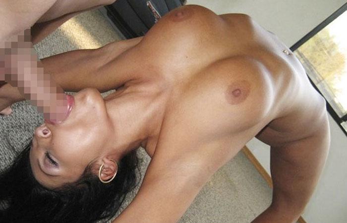 (軟体えろ写真)性交渉したらどんな感じか…裸でブリッジするオネエさんwwwwww