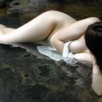 【露出エロ画像】ヤるのだけはやめてw混浴風呂にて全裸の記念撮影www