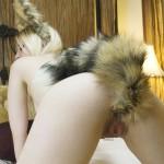 【尻尾エロ画像】ペットになり切る為に肛門を犠牲にしたしっぽプラグ女子www