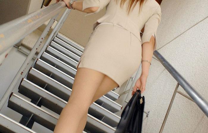 【着尻エロ画像】働くお姉さんの輝いて揺れるムッチリタイト尻を追跡!
