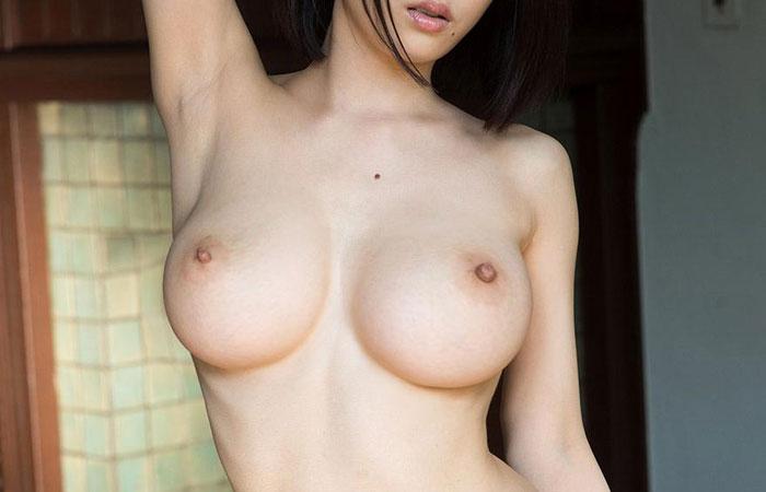 (腋マニアえろ写真)乳とセットで更に美味に見えるwwツルツルのナメたい腋下wwwwww