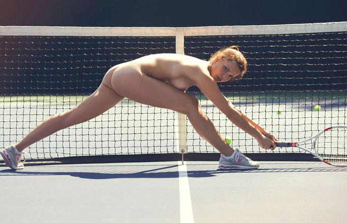 【露出エロ画像】打球の直撃には注意!全裸でスポーツ楽しむヌーディストwww