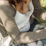 【胸チラエロ画像】どこかの誰かの乳首が簡単に…ってとても素晴らしい事www