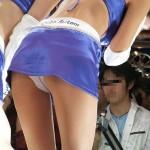 【キャンギャルエロ画像】パンツはフェイクでもハミ尻は本物wキャンギャルのチラ見えwww