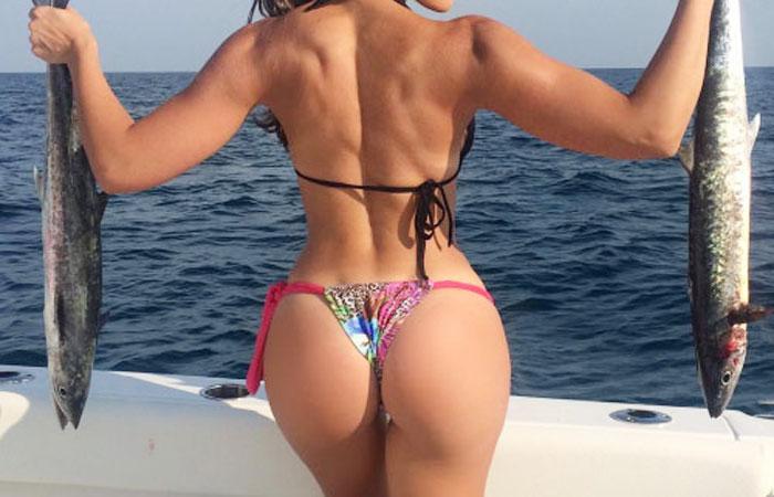 【海外エロ画像】釣果よりも気になるえちぃ後ろ姿な海外ビキニ釣り人www