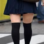 【美脚エロ画像】ニーソの影響で生太ももが…街の絶対領域を無差別撮りwww