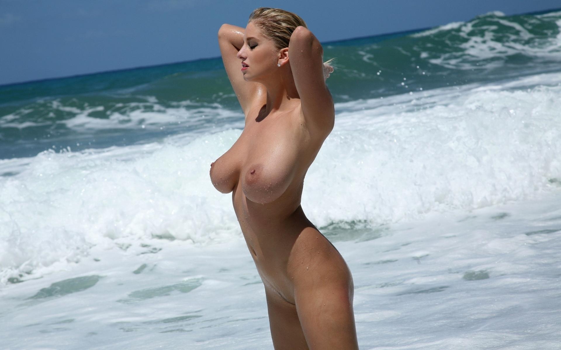 (ヌーディストビーチえろ写真)生で裸女性が見れる浜辺があると聞いてwwwwww
