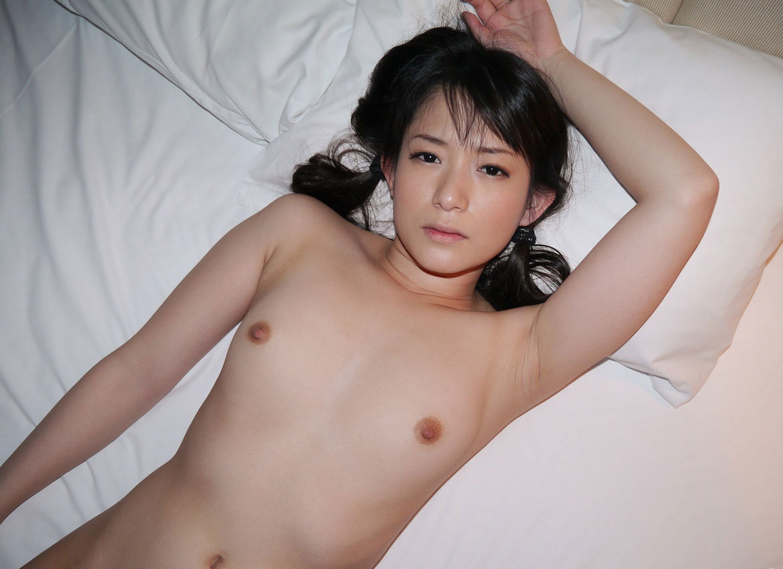 【ちっぱいエロ画像】乳房の形が可愛らしいぺったんこじゃない貧乳ちゃんまとめ!