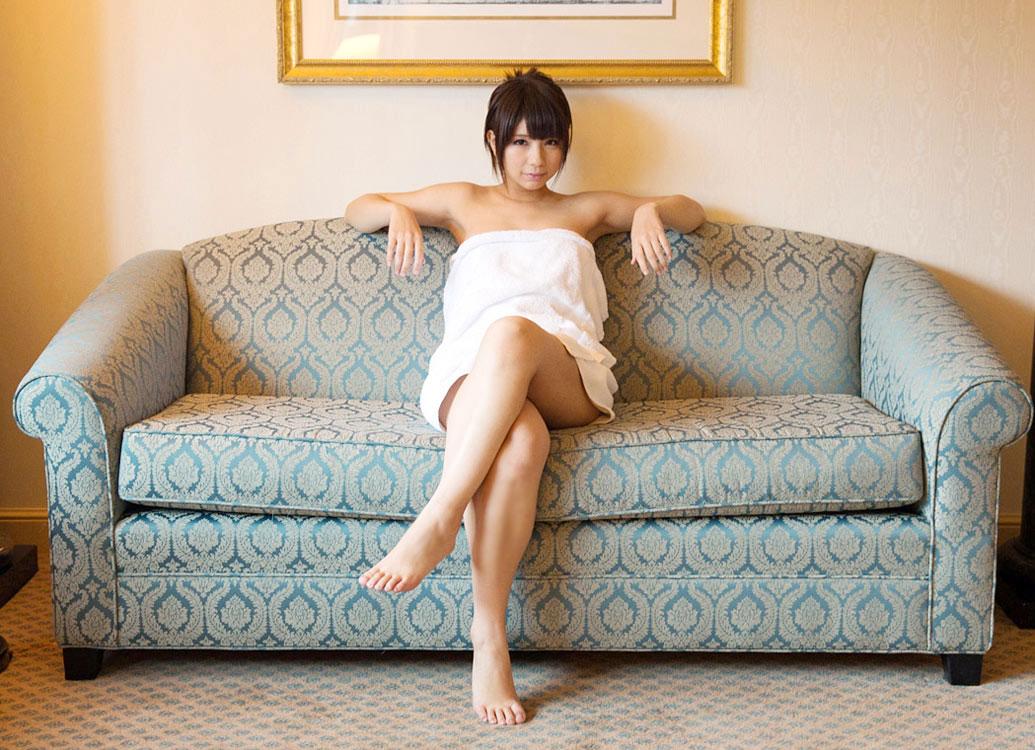 (BUSタオルえろ写真)風呂上がりにタオルで体を隠している女性にいますぐ襲いかかりたい☆