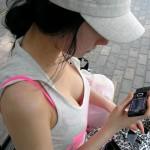 【胸チラエロ画像】現代日本では谷間や乳首が見えてしまっても問題ないらしいwww